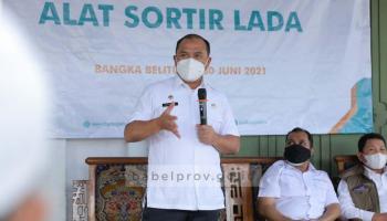 Tingkatkan Harga Komoditi, Gubernur Erzaldi Serahkan Bantuan Alat Sortir Lada