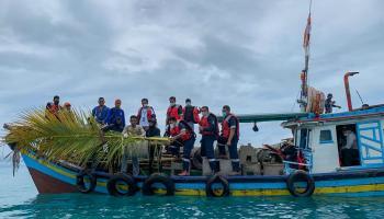 Tingkatkan Tangkapan Nelayan, PT Timah Tebar 55 Rumpon di Perairan Semujur