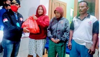 Tinjau Lokasi Banjir, Bupati dan Wabup Bangka Serahkan Bantuan Sembako ke Warga Sudi Mampir