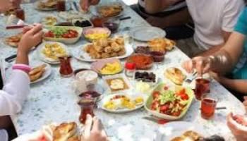 Tips Kesehatan: Jangan Makan dan Minum Ini Saat Sahur