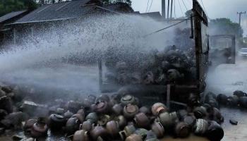 Truk Pengangkut Gas LPG Terbakar di Serdang, 500 Tabung Hangus