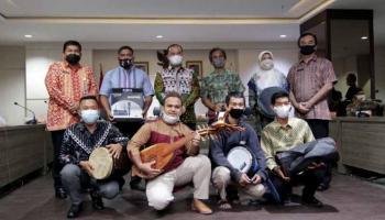 Tujuh Kelompok Seni Asal Babel Terima Bantuan Alat Kesenian