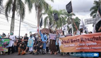 Umat Muslim Babel Turun ke Jalan, Tuntut Presiden Perancis Minta Maaf