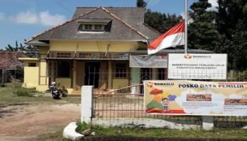Ungkapan Duka Cita, Warga Muntok Kibarkan Bendera Setengah Tiang