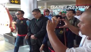 VIDEO Detik-detik Pejabat Pemprov Babel Suranto Ditangkap di Bogor Hingga Tiba di Bandara