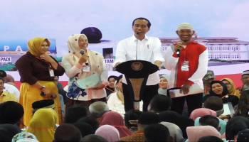 Video Presiden Jokowi Bagikan Sertifikat Tanah di GOR Sahabudin Pangkalpinang