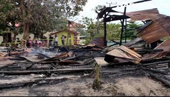 Video Rumah Warga Kelurahan Simpang Perlang Habis Dilalap Api, Satu Orang Tewas Terpanggang