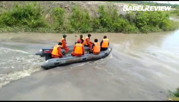VIDEO Tim SAR Gabungan Lakukan Pencarian Korban Jembatan Roboh Jatuh ke Sungai