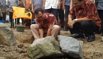 Wabup Syahbudin Letakkan Batu Pertama Pembangunan Masjid Nurul Imli AKDDB
