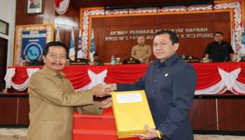 Wagub Abdul Fatah Serah Raperda Pembangunan Industri Babel 2018-2038 ke DPRD