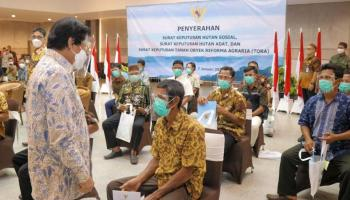 Wagub Fatah Bagikan SK Hutan Sosial dan Tanah Objek Reforma Agraria