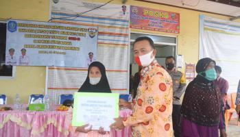 Wakil Bupati Bangka Kembali Salurkan BLT DD Di Tiga Kecamatan Bagi Warga Dampak Covid-19