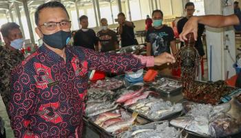 Wakil Bupati Bangka Kunjungi ke Pasar Ikan Modern Palembang