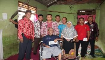 Wakil Bupati Bangka Serahkan Bantuan Kursi Roda Kepada Penderita Lumpuh