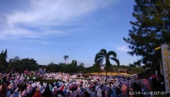 Wali Kota Bersama Ribuan Masyarakat Pangkapinang Solat Idul Fitri di Alun-Alun Taman Merdeka