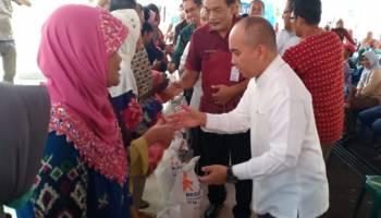 Wali Kota Pangkal Pinang Serahkan Bantuan Untuk Masyarakat Rawan Pangan