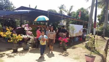 Warga Datang ke TPS 11 Disambut Bunga Bougenvile, Sarpin: Terasa Adem