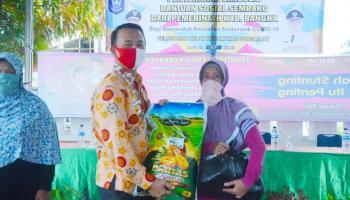 Warga Kecamatan Sungailiat Dapat Bantuan Sembako Tahap Dua dari Wakil Bupati Bangka