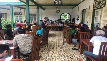 Warga Menolak Aktivitas KIP di Pantai Rebo