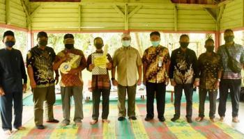 Warga Prasejahtera di Dusun Lubuk Laut Terima 36 Bantuan Rumah Layak Huni