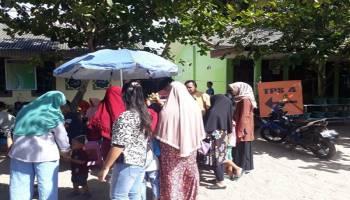 Warga Ramai Datang ke TPS, Berkah Bagi Pedagang Kecil