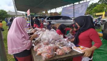 Warga Serbu Pasar Murah Ramadhan di Desa Pasir Garam