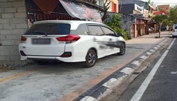 Warga Tidak Takut Larangan Walikota Pangkalpinang, Banyak Mobil Masih Parkir di Trotoar