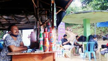 Wisatawan Air Terjun C2 Lubuk Pabrik Membludak, Pak De Bagio Ikut Ketiban Rezeki