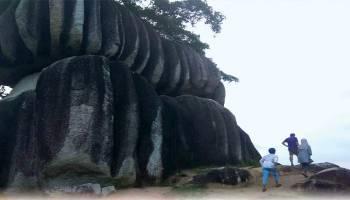 Wisatawan Bandung Puji Keindahan Batu Belimbing
