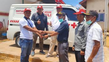 Wujud CSR Dan Kepedulian, Hidayat Arsani Serahkan Satu Unit Ambulance Ke Desa Pasir Putih