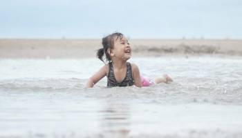Yakin Gak Mau Ajak Keluarga Liburan ke Pantai Ini? Yuk Intip Keseruannya