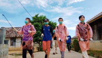 Yayasan API Bersama Karang Taruna Klekak Melawan Corona Di Pasar Pangkalpinang