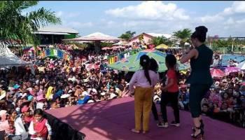 Zaskia Gotik Pukau Ribuan Pengunjung  Water Boom Tirto Nirmolo 3