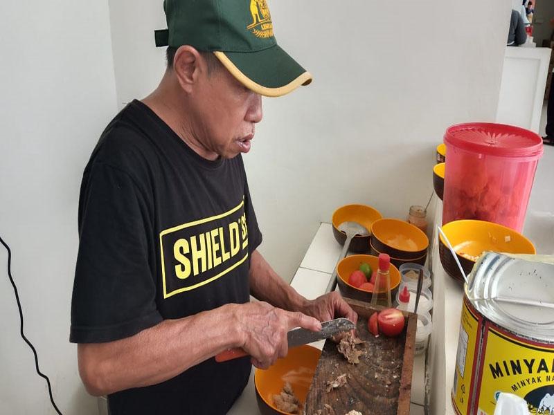 Sop Sapi dan Kambing Pak Kasdut Kini Hadir di Pujasera Bandara Depati Amir Pangkalpinang