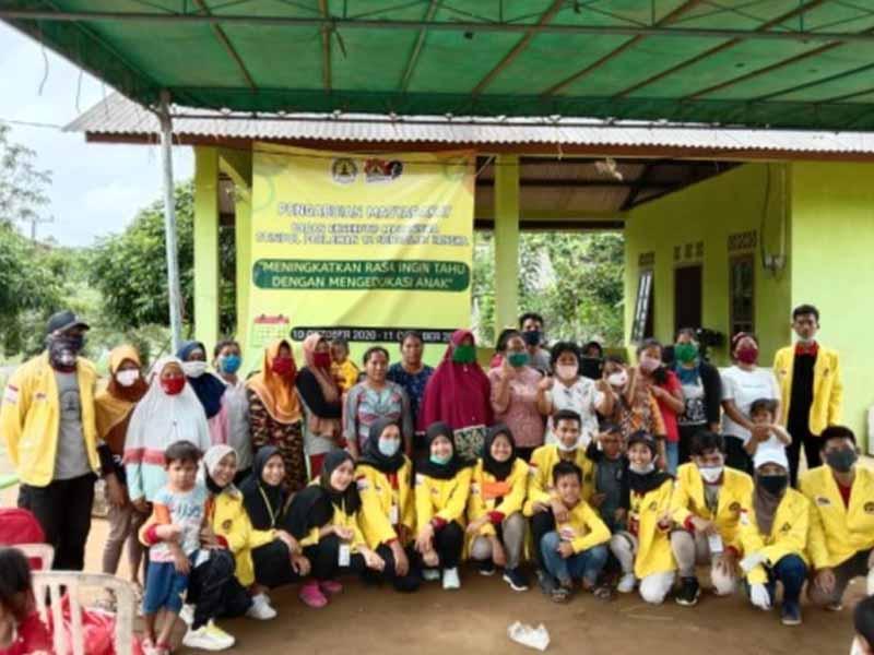 Stisipol Pahlawan 12 Bangka Salurkan Bantuan Sembako di Dusun Mengkubung