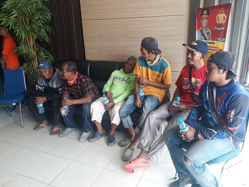 Terombang-ambing 14 Jam di Tengah Laut, 7 ABK Diselamatkan Polair Bangka Tengah