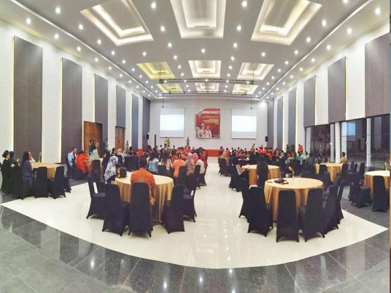 The Gale-gale Ballroom, Harga Terjangkau, Interior dan Fasilitas Sekelas Hotel