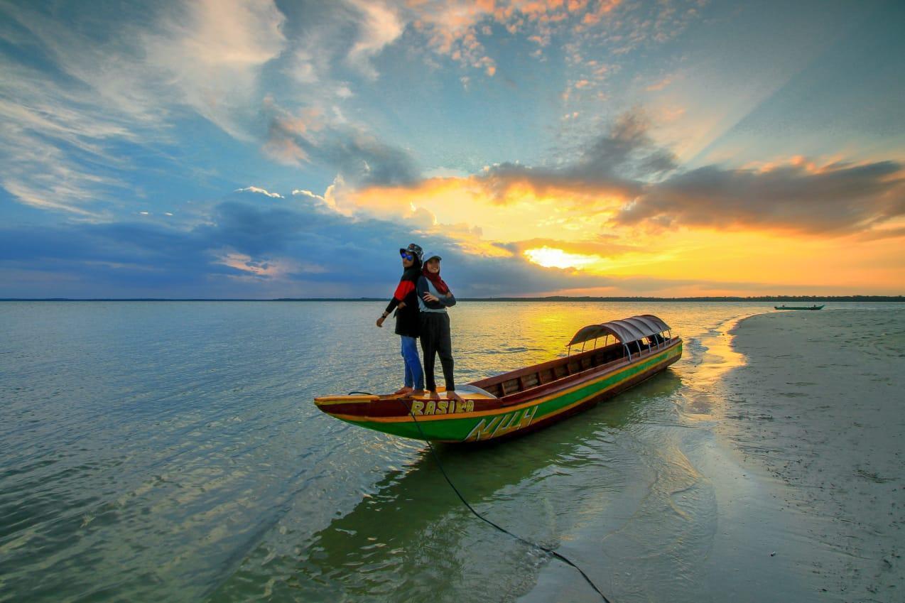 Tiga Pulau Cantik Di Depan Desa Pusuk Ini Ternoda Oleh Akvitas Tambang Laut