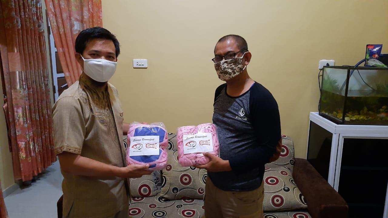 Tim B'depenk Berikan Bantuan Masker Ke BKPRMI Kabupaten Bangka