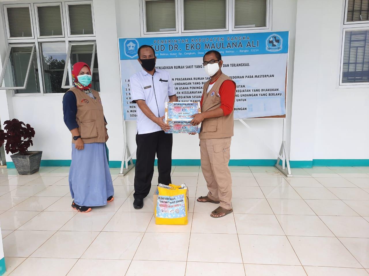 Tim B'depenk Simpul Babel Kembali Distribusikan APD Di RS Eko Maulana Ali dan Puskesmas Sungailiat