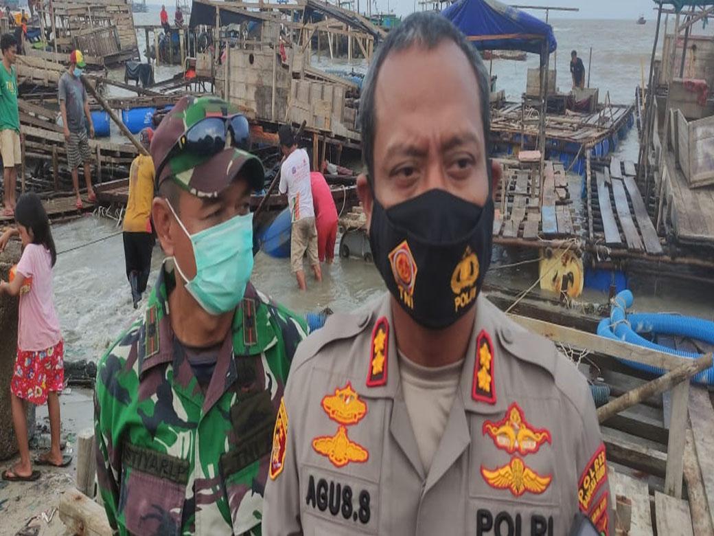 TNI Polri Pantau Pembongkaran Ponton TI Selam di Pelabuhan Tikus Toboali