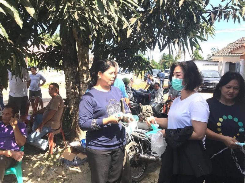 Upaya Pencegahan Virus Corona, Ketua DPRD Bangka Tengah Bagikan Masker Gratis kepada Masyarakat