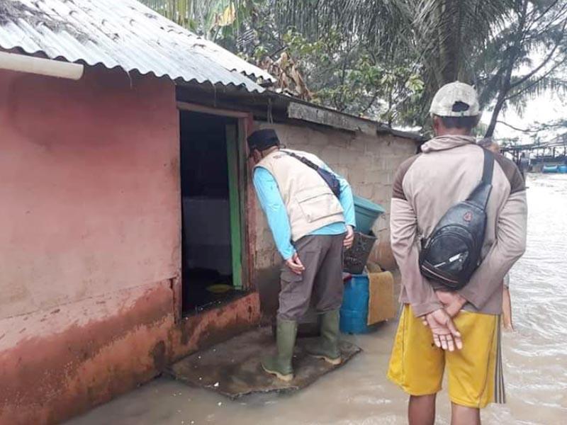 VIDEO: Cuaca Ekstrem, Gelombang 4 Meter ke Jalan dan Rendam Rumah Warga di Bateng