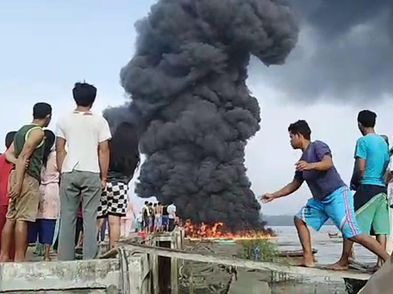 Video Kebakaran Kapal di Tanjung Niur, Tempilang