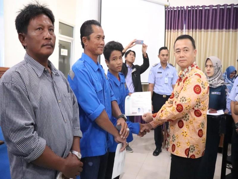 Wakil Bupati Bangka Buka Acara Penyerahan SKK 60 Mil dan Sertifikat BST KLM untuk Nelayan