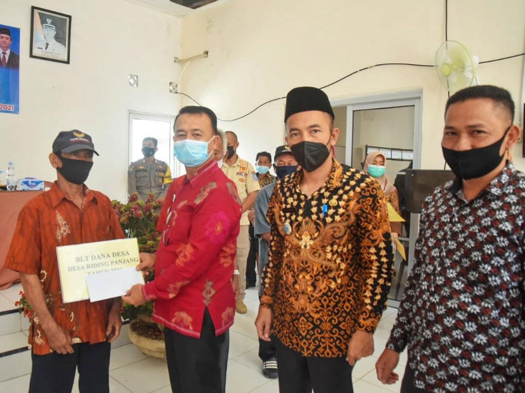 Wakil Bupati Bangka Serahkan BLT Dana Desa Tahap I Tahun 2021