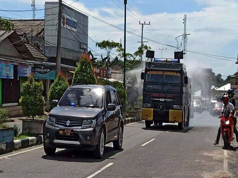 Water Canon Semburkan Disinfektan Sepanjang Jalan Sudirman Toboali